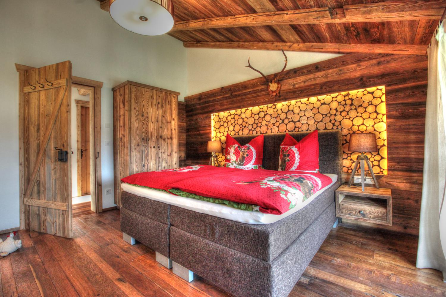 kuschel chalet chalets kaiserwinkl. Black Bedroom Furniture Sets. Home Design Ideas